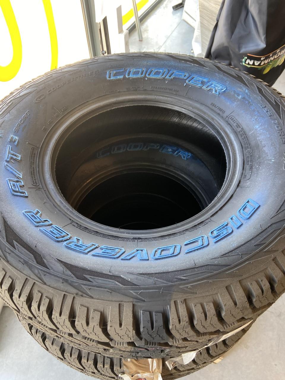A la vente pneus pour véhicule 4x4  à côté de Bordeaux