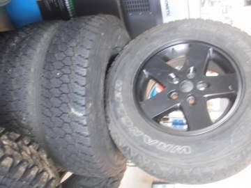 Acheter 4 pneus Good Year + les Jantes pour véhicule 4x4 de marque Jeep Cap Ferret