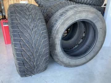 A vendre pneus TOYO d'occasion pour véhicule 4x4 proche Bordeaux